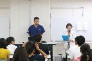 看護学科: 看護学原論の授業で、先輩に学ぶ(1年生)